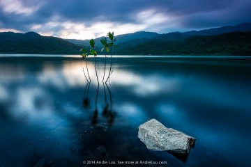 A Little Rock: 30 giây F/11 ISO 50.  WB 4050 K. Filter Grad ND 3-stop mềm, HD Glass 7-stop. Holder Andre Luu 150 Limited.