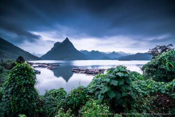 THẦN THOẠI NÀ HANG (MYTHICAL  WATER WORLD) 121s f/5.6 ISO 100 WB 5000K. GND HS 0.6 ND 10 stop. Sony a7rII + Sony FE 16-35mm f4 @ 16mm. Na Hang, Tuyên Quang.