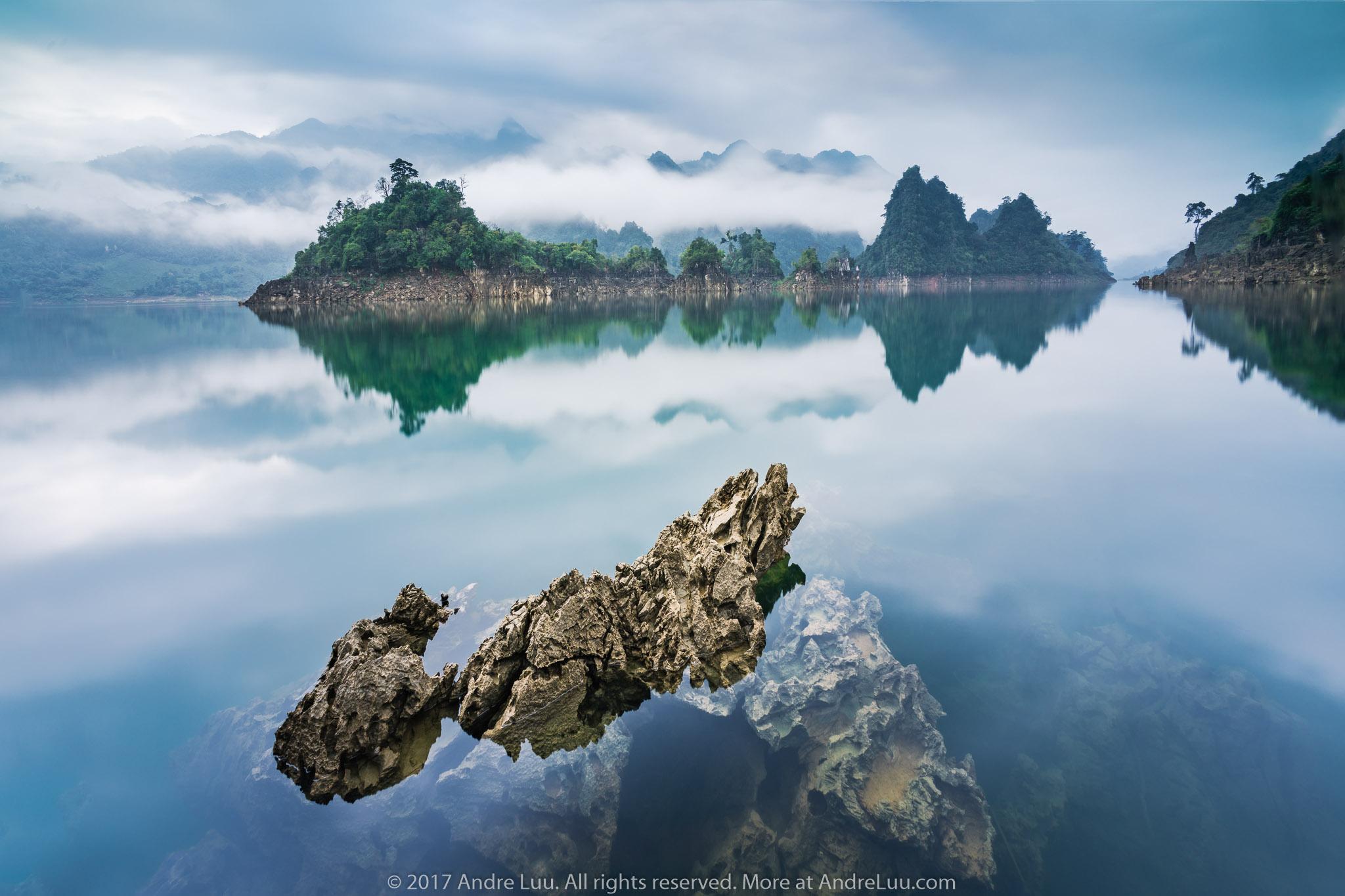 NON XANH NƯỚC BIẾC (BLUE WATER WORLD) 30s f/11 ISO 100 WB 5000K. Sony a7r2 + Lens Voigtlander 12v2 + Center Filter, Gnd 2H, ND 6. Hồ Na Hang, Tuyên Quang.