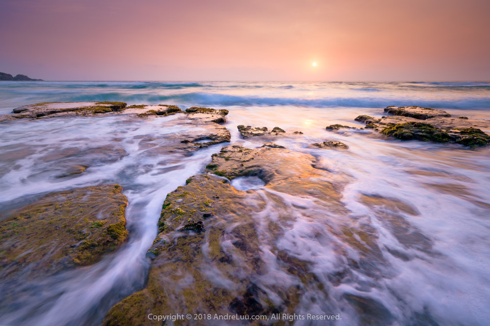 VẠT SÓNG TRỜI YÊN (Strays of Waves) 1s f/8 ISO 100 WB 4850K. Sony a7r3 + Lens Sony FE 12-24 f4 G @ 15mm. Phú Yên.